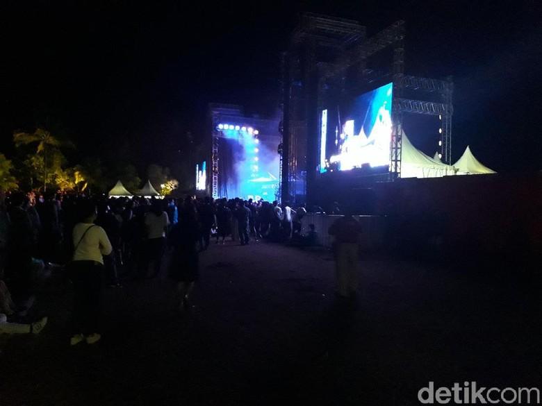 Foto: Panggung Mariah Carey / Pertiwi