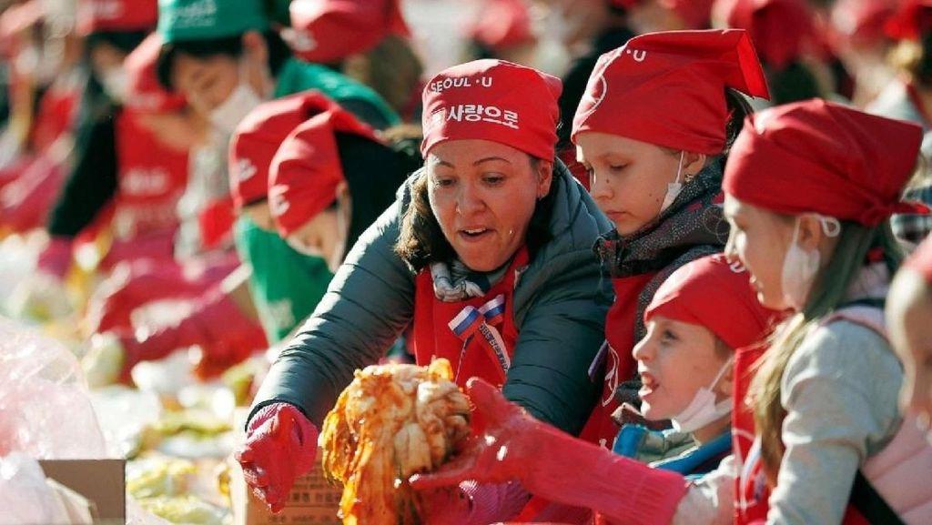 Wow! Diikuti Ribuan Orang, Festival Ini Hasilkan Ratusan Kilo Kimchi