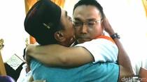 Peluk, Tangis dan Pemberian Maaf Ayah Korban pada Iwan Adranacus