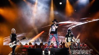 5 Tips Bawa Anak ke Konser Musik Besar seperti Guns N Roses