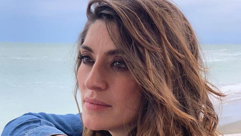 Wanita Ini Jadi Sensasi, Pamer Foto Mesra di Kasur dengan Wakil PM Italia