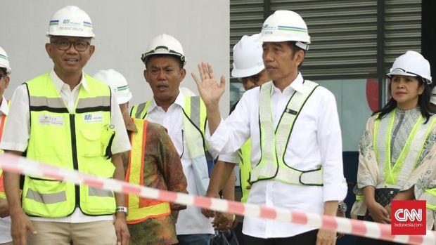 Anies Beri Kesempatan Warga DKI 'Cicipi' MRT di Uji Coba Terb