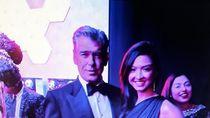 Raline Shah Foto Bareng Pierce Brosnan, Netizen: The Next Bond Girl?