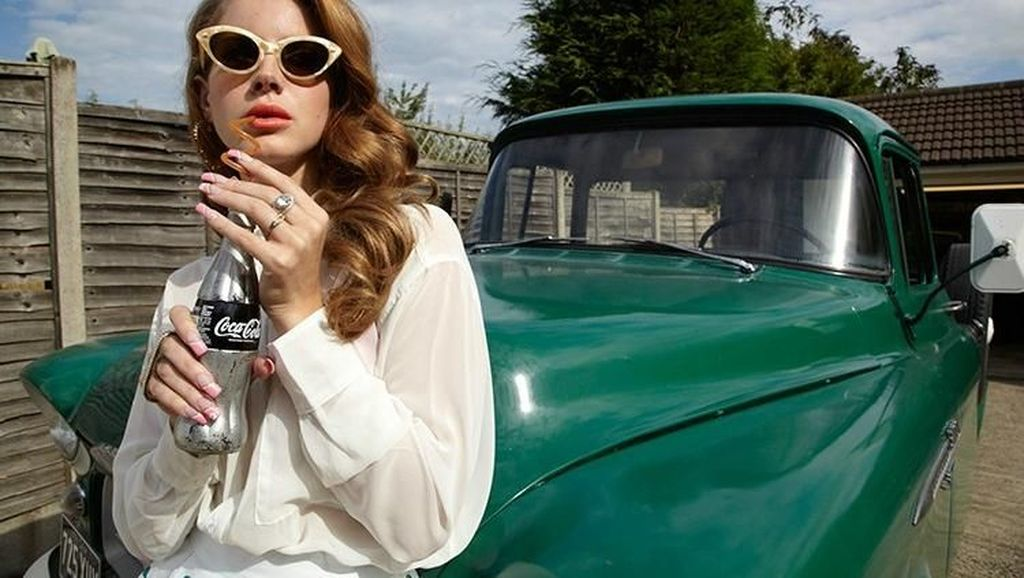 Selain Pizza, Lana Del Rey Doyan Banget Soft Es Krim