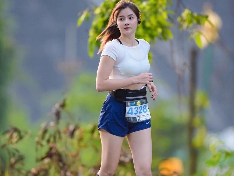 Nahmfah adalah pelari marathon asal Thailand. Keturunan Thailand-Laos, Nahmfah juga suka traveling selain olahraga. (nahm.fah/Instagram)