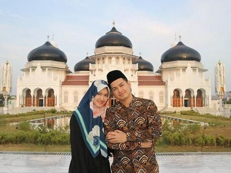 Foto: Tommy Kurniawan dan istri (Instagram)