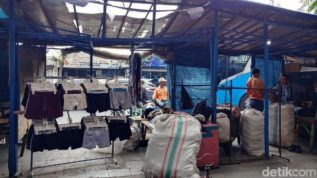 Ragam Ganjalan PKL Cicadas Bandung Hadapi Penataan