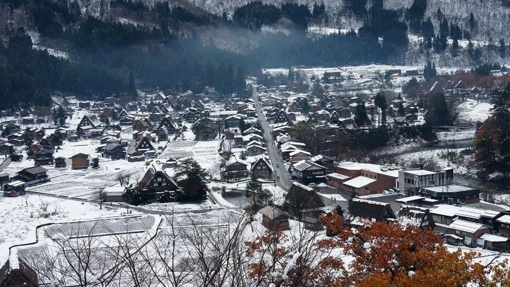 Asyiknya Shirakawa-Go di Jepang Saat Diselimuti Salju