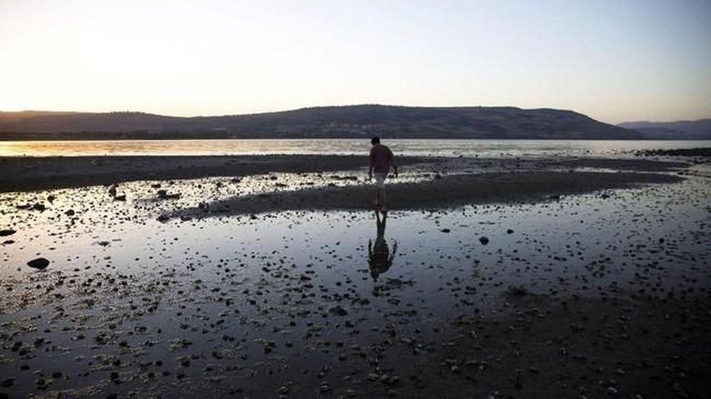 Foto: Polusi di Danau Tempat Yesus Berjalan di Atas Air