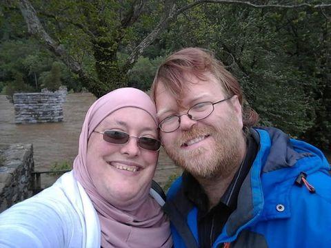 Kisah Romantis Suami yang Tumbuhkan Janggut Demi Beri Dukungan Istri