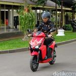 Jokowi: Saya Cukup Gesit Jajal Motor Listrik Gesits