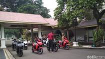Jokowi Panggil Produsen Motor Listrik Gesits ke Istana