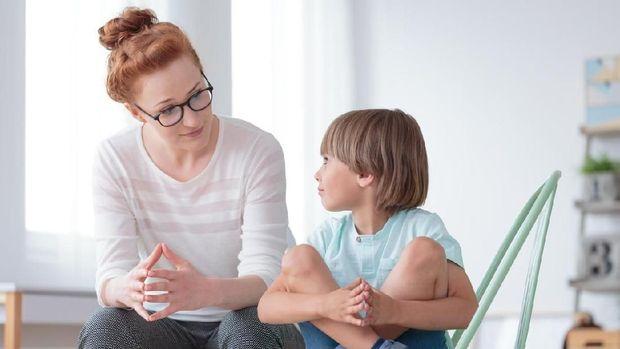 3 Tips Bicarakan Menstruasi dan Pembalut ke Anak Laki-laki