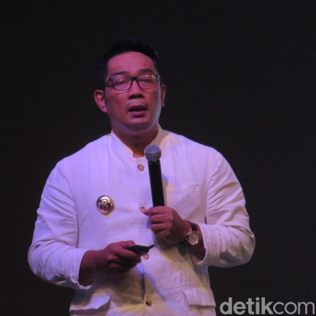 Ridwan Kamil Tepis Viral Review A Man Called Ahok