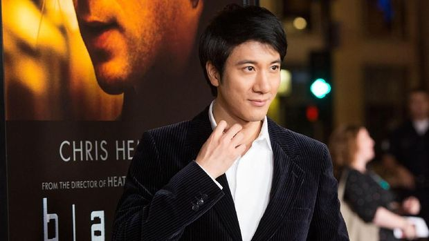 HOLLYWOOD, CA - JANUARY 08:  Actor  Leehom Wang arrives at the Premiere Of Universal Pictures And Legendary Pictures'