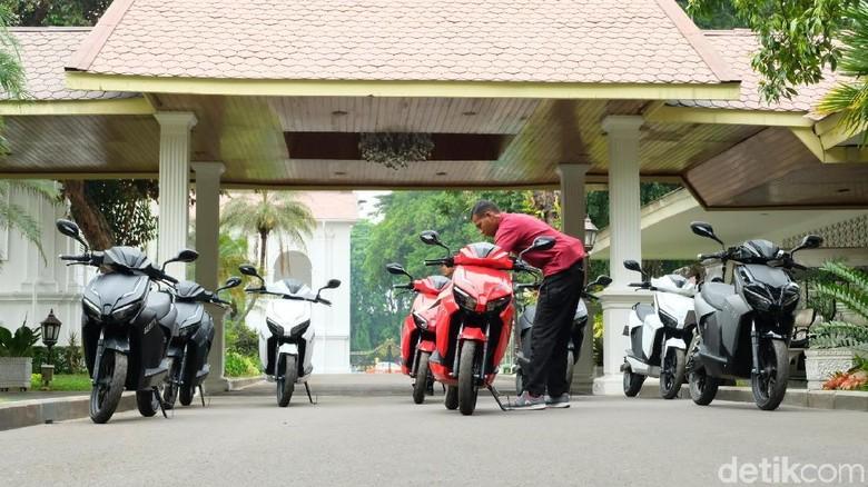 Deretan motor Gesits di Istana Foto: Andhika Prasetia
