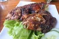 Pawon Jogja & Ayam Kremes: Gurihnya Ayam Kampung dan Garang Asem Khas Jawa