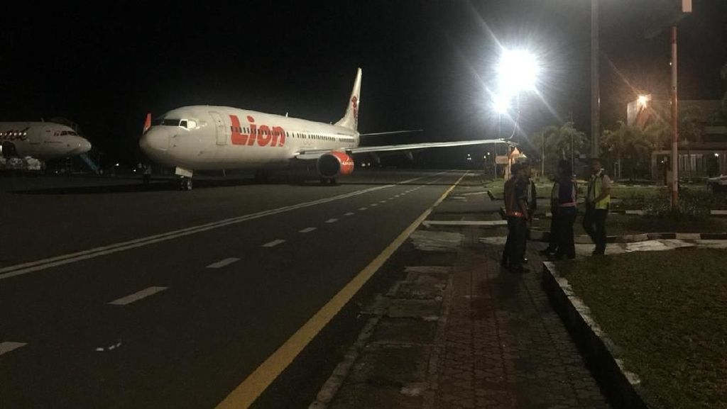 Cerita Lengkap Pesawat Lion Air Tabrak Tiang Lampu