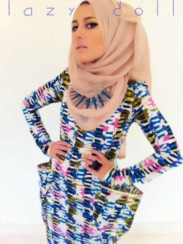 7 Fakta Tentang Dina Tokio, Blogger yang Jadi Kontroversi Karena Hijab