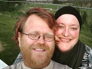 Kisah Romantis Pasangan Suami Istri yang Tumbuhkan Janggut Bersama
