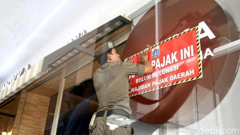 Reklame Barbershop Hingga Coffeshop Ditertibkan Satpol PP