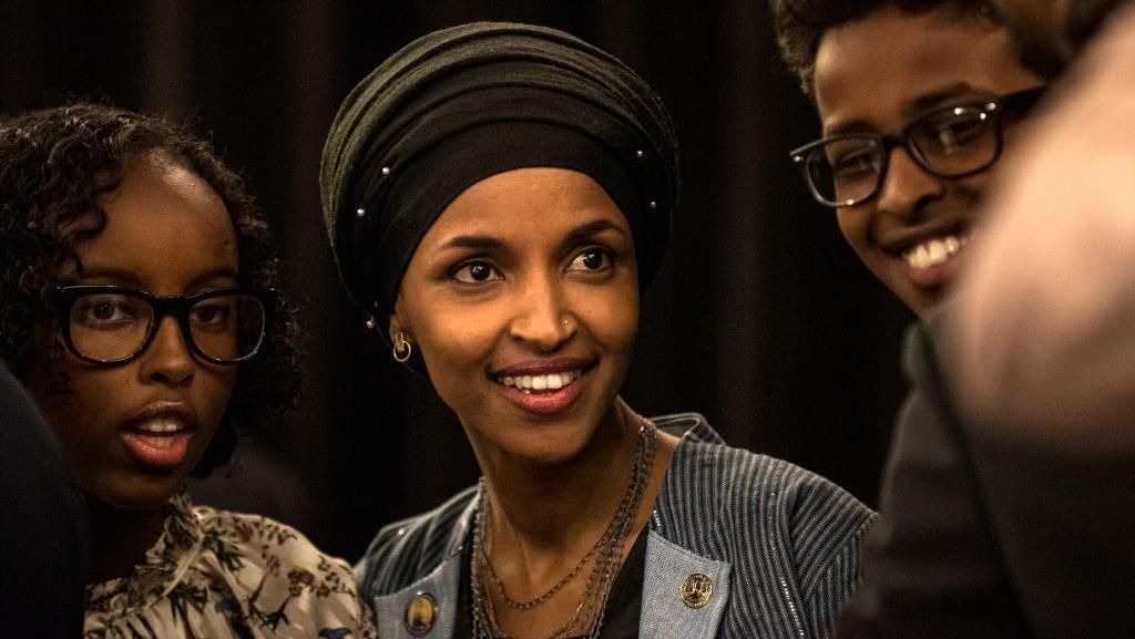 Foto: Gaya Ilhan Omar, Hijabers Pertama yang Jadi Anggota Kongres AS