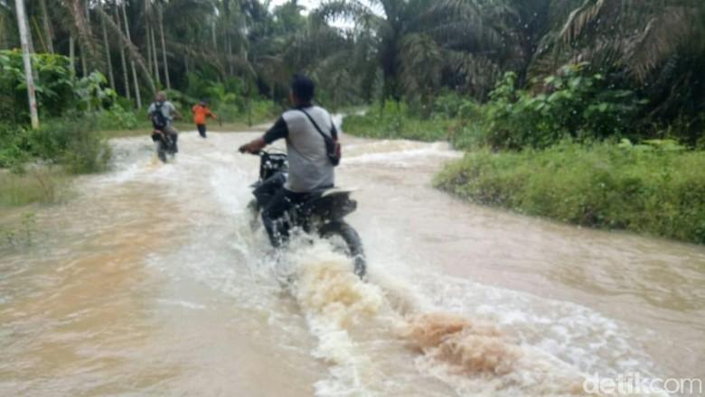 Inhu Riau Dilanda Banjir, 4.000 Rumah Tergenang