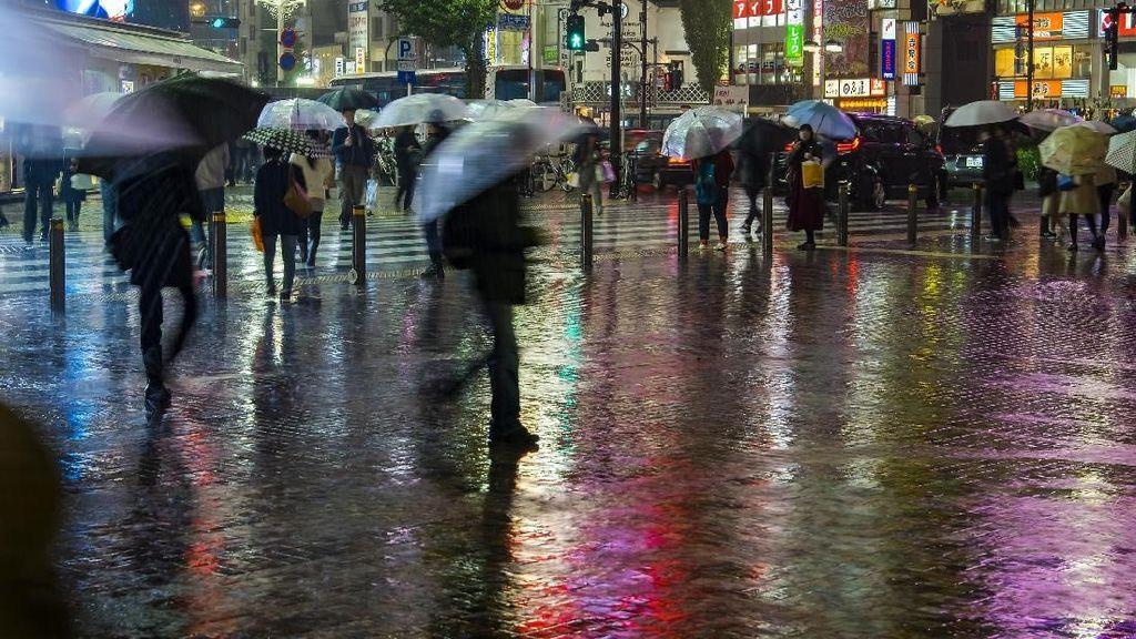 Traveling di Musim Hujan, Jangan Lupa Siapkan Aneka Benda Ini