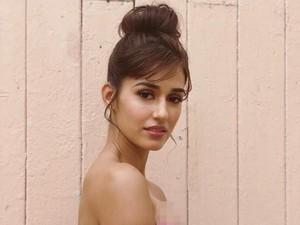 Aktris Bollywood Ini Jadi Kontroversi karena Pamer Bra Saat Pakai Saree