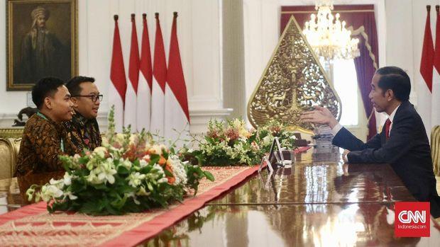 Eko Yuli Irawan disambut oleh Presiden Jokowi di Istana Merdeka.