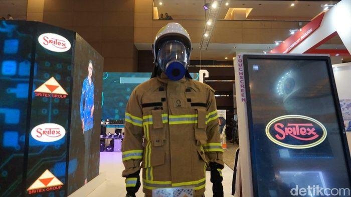 General Manager Uniform Division PT Sritex Torang Siburian menjelaskan, jika seragam pemadam kebakaran saat ini hanya bisa menahan suhu panas hingga 300- 500 derajat celsius. Namun, baju pemadam kebakaran terbaru milik Sritex bisa menahan panas sampai 700 derajat celsius.