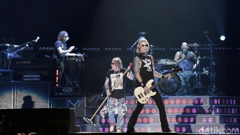 Tak Ada Hujan Saat November Rain di Konser Guns N Roses