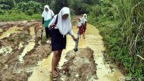 Pemkab Sukabumi Janji Segera Bangun Jalan di Tegalbuleud yang Rusak