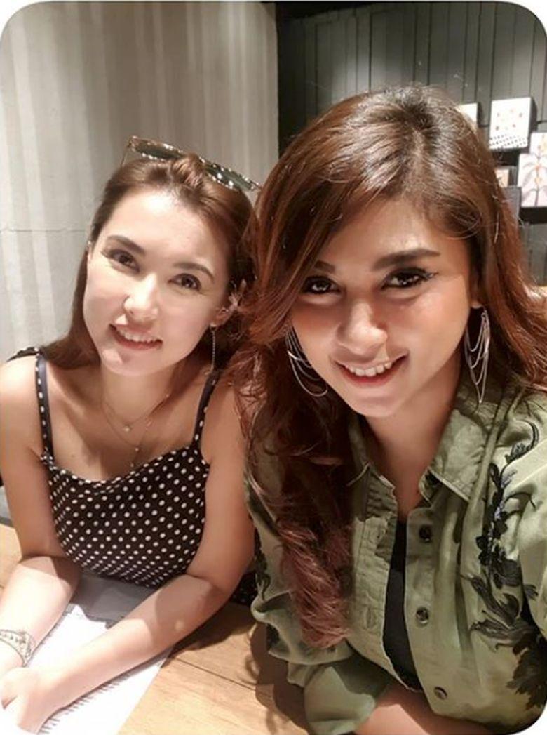 Barbie Nouva pun mengajak Maria Ozawa ke Indonesia baru-baru ini untuk menghadiri sebuah acara party di atas kapal di Benoa Bali.Dok. Instagram/official.barbienouva