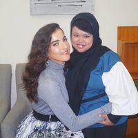 Rahmawati Kekeyi bertemu idolanya Tasya Farasya.