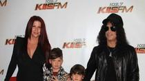 Mantan Istri Lelang Barang Eksotis Milik Slash Guns N Roses