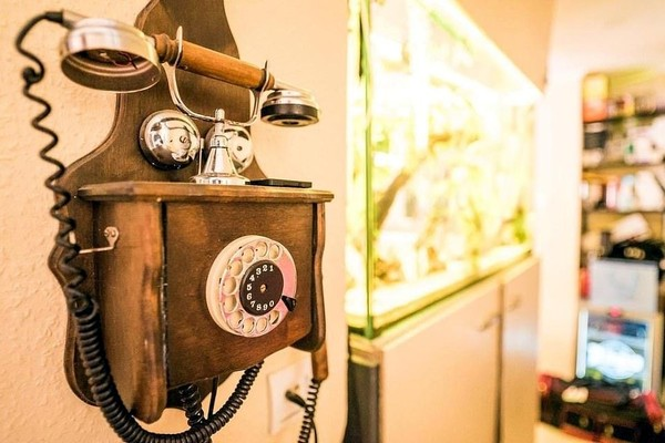 Hostel Kings n Queens di Kota Zagreb, Kroasia juga punya penawaran menginap gratis buat traveler. Asal traveler membawa barang-barang antik buat dipajang di hotel mereka karena sang pemilik hotel tergila-gila dengan barang antik. (dok. Barter Week)