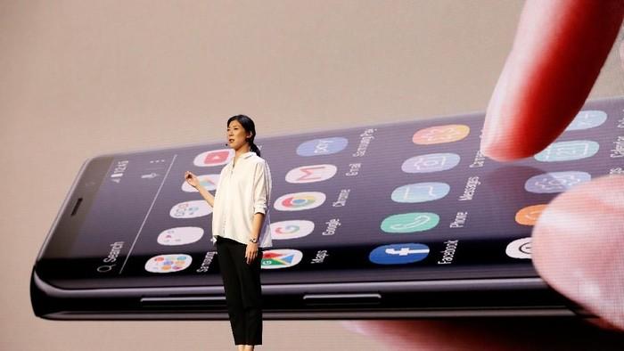 Jee Won Lee dari Samsung menjelaskan soal One UI, antarmuka baru di perangkat mobile Samsung (Foto: Stephen Lam/Reuters)