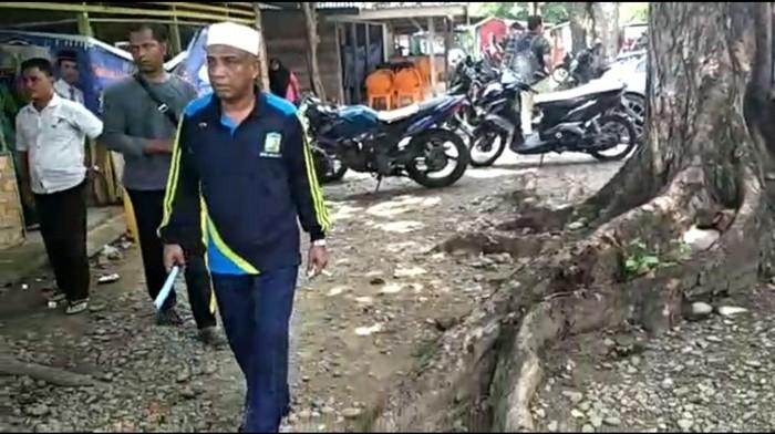 Wakil Bupati Aceh Besar Husaini A Wahab sidak warung makan (Foto: Screenshot video)