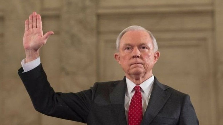 Trump Pecat Jaksa Agung Jeff Sessions