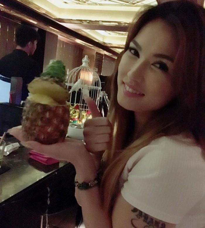 Miyabi memang kerap berkunjung ke Indonesia, bahkan beberapa tahun lalu ia sempat ikut main film di Indonesia. Lewat akun Instagramnya, wanita cantik asal Jepang ini sering bagikan momen seru saat kulineran bersama kekasih hingga teman-temannya. Foto: Instagram @maria.ozawa
