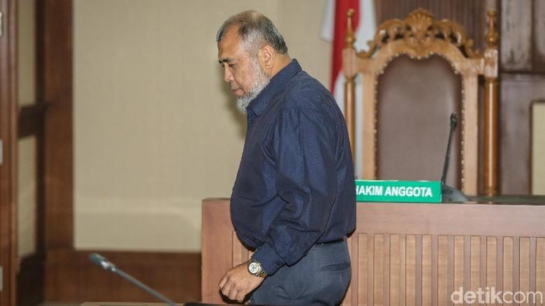 MA Kurangi Hukuman Eks Hakim Konstitusi Patrialis Akbar