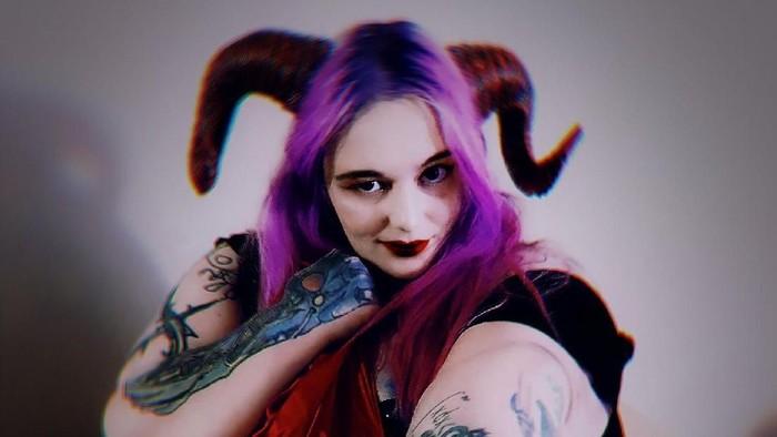 Lilith The Cenobite, wanita yang terobsesi jadi gemuk. Foto: Twitter/@lilith_cenobite