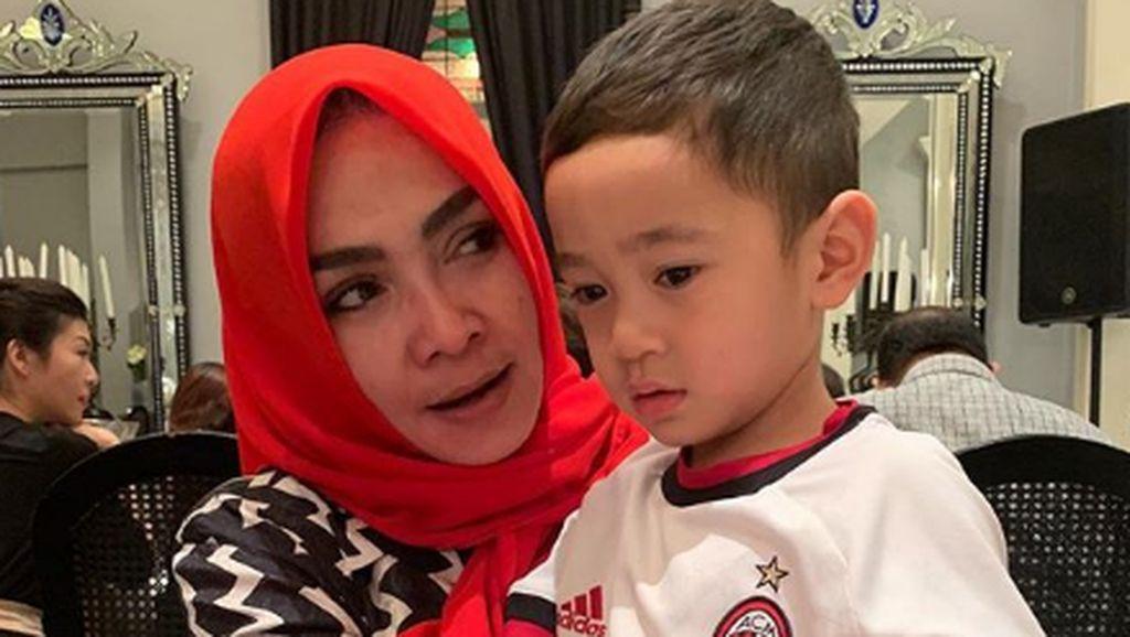 Kebersamaan Ibunda Nagita Slavina, Rieta Amilia dengan Cucunya