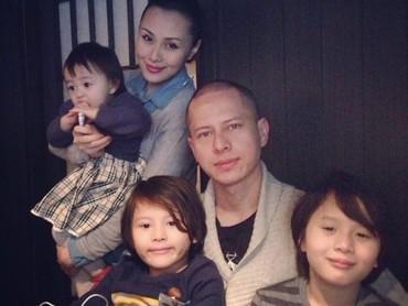 Menikah dengan Bonita Adela di tahun 2006, saat ini Pierre punya dua anak laki-laki dan satu anak perempuan. (Foto: Instagram/ @pierrerolandc)