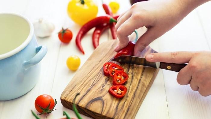 Lidah bisa mengecap rasa pedas karena ada reseptor panas (Foto: iStock)