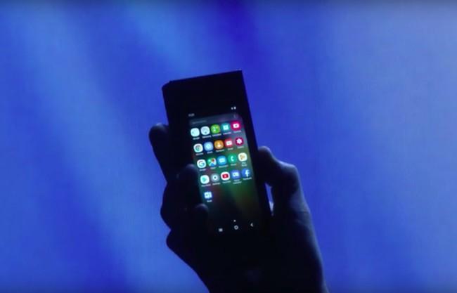 Seluk Beluk Ponsel Layar Lipat Samsung
