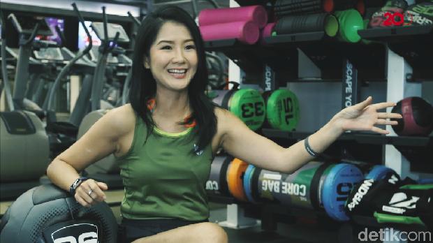 Lari dan functional training jadi olahraga andalan Liana Tasno untuk menjaga kebugaran tubuhnya.