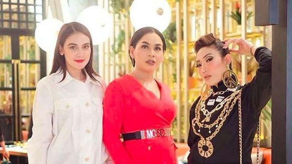 Caption Foto Instagram Ayu Dewi Ini Bikin Netter Doakan Luna Maya
