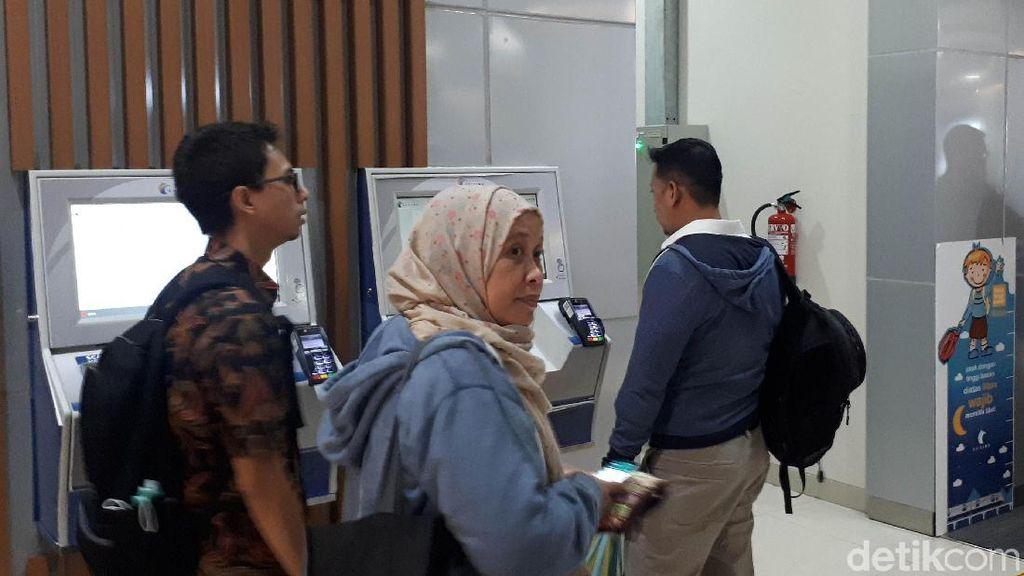 Mesin Tiket Eror, Penumpang KA Bandara Soetta Ketinggalan Kereta